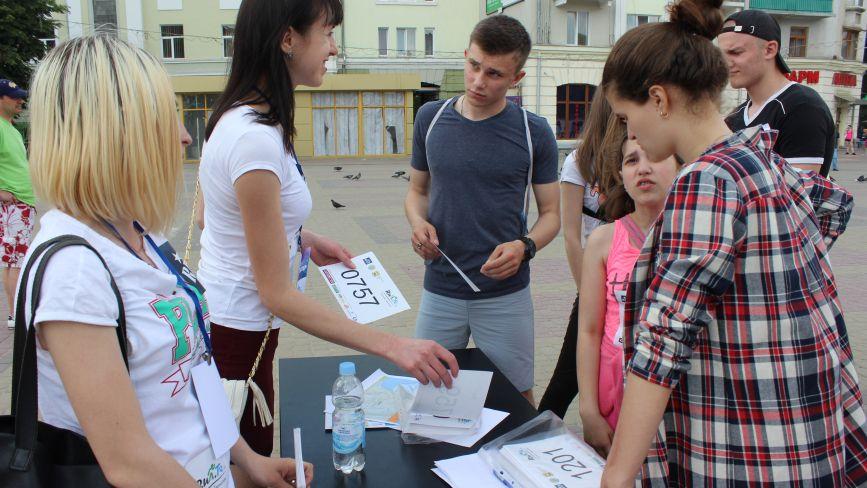 """На Театралці розпочали реєстрацію учасників забігу """"Рухаємо Тернопіль"""""""