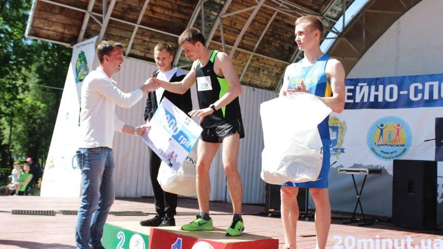 """Першим до фінішу """"Рухаємо Тернопіль"""" добіг Руслан Даньків. Він отримав 5000 грн"""