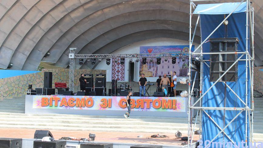 Співучку готують до концертів, а в парку Нацвідродження смажать шашлики