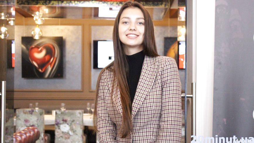 """""""Міс Україна-2017"""" Поліна Ткач розповіла, чи справді на конкурсах краси крадуть туфлі"""