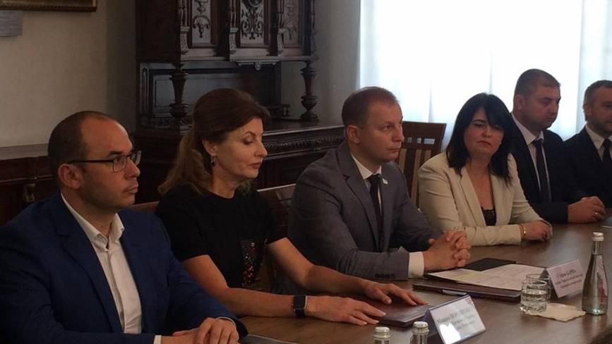 Марина Порошенко відкрила відреставровану дзеркальну залу у Вишнівецькому палаці
