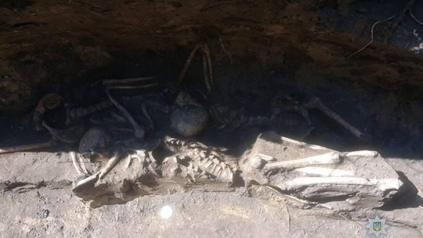 У Шумську розкопали скелети 14 людей
