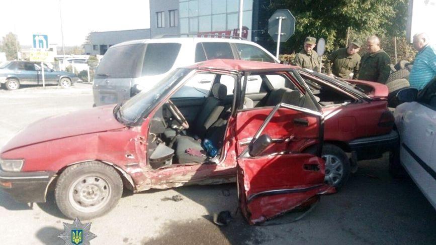 Масштабна аварія на Будного: чотири побиті автівки і двоє травмованих