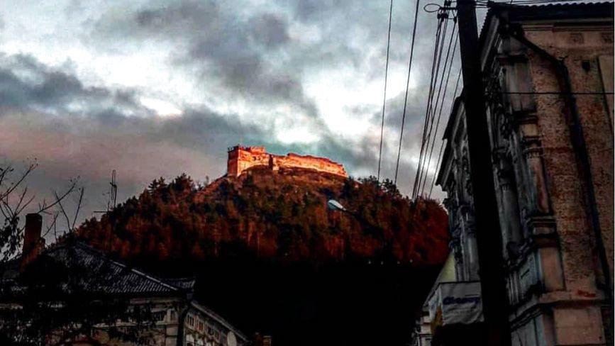 """Гора """"Бона"""" у Кременці сьогодні засвітиться різними кольорами"""
