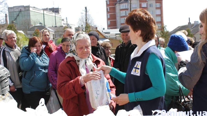 У Тернополі понад 300 потребуючих отримали великодні кошики
