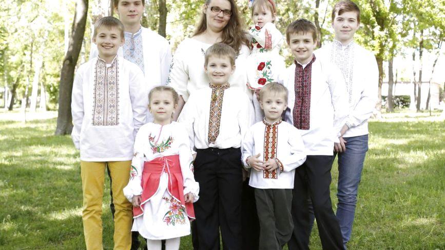 """""""У мене дев'ять дітей, і я кожного обіймаю»: Наталя Задойона про щастя та проблеми багатодітних сімей"""