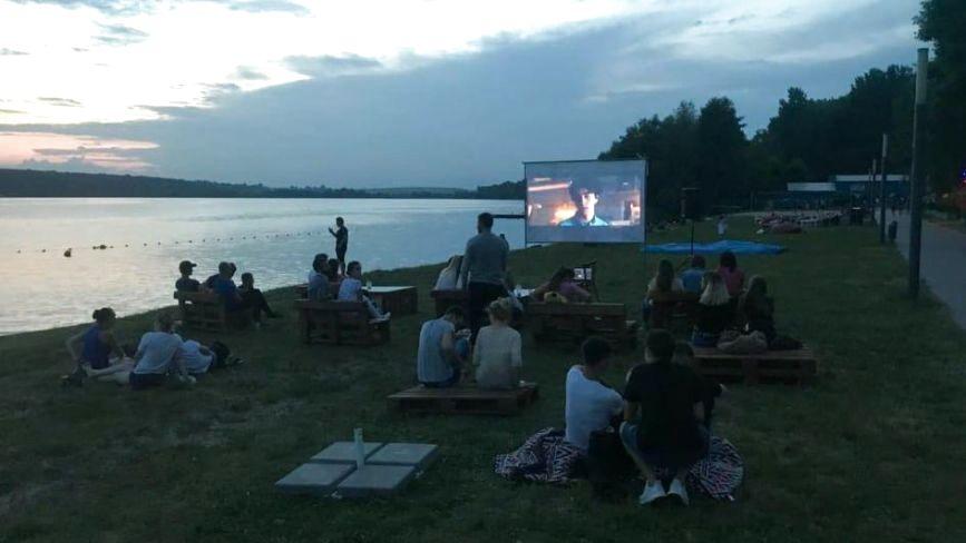 На Циганці щовечора безкоштовно показують фільми просто неба