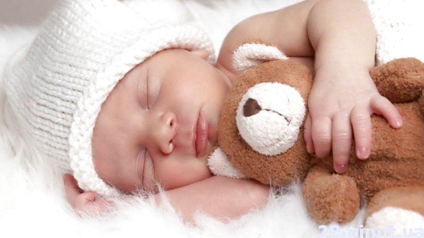 До скількох років дітям варто спати з батьками у ліжку
