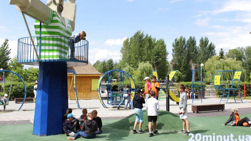 Дитячий майданчик у парку ім. Шевченка, який понищили вандали, оновлять та відремонтують