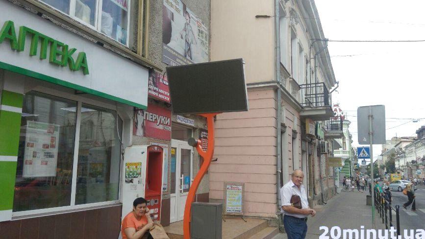 Зупинки у Тернополі облаштують мультимедійними моніторами: звідки гроші