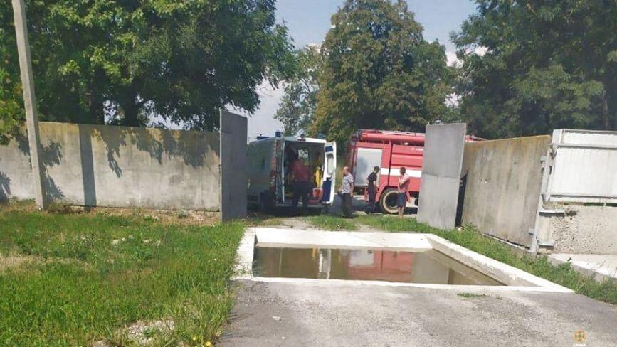 На Тернопільщині у вигрібну яму на фермі потрапили три людини