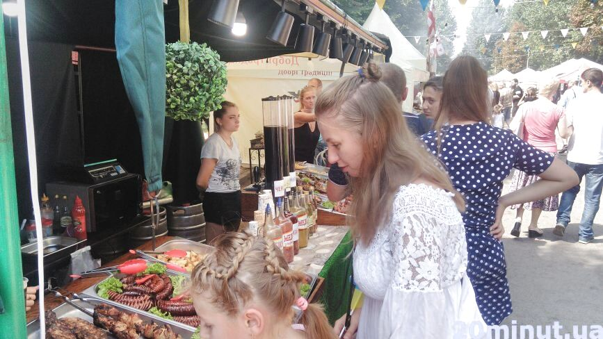 У парку ім. Шевченка фестиваль їжі: що та за скільки можна скуштувати