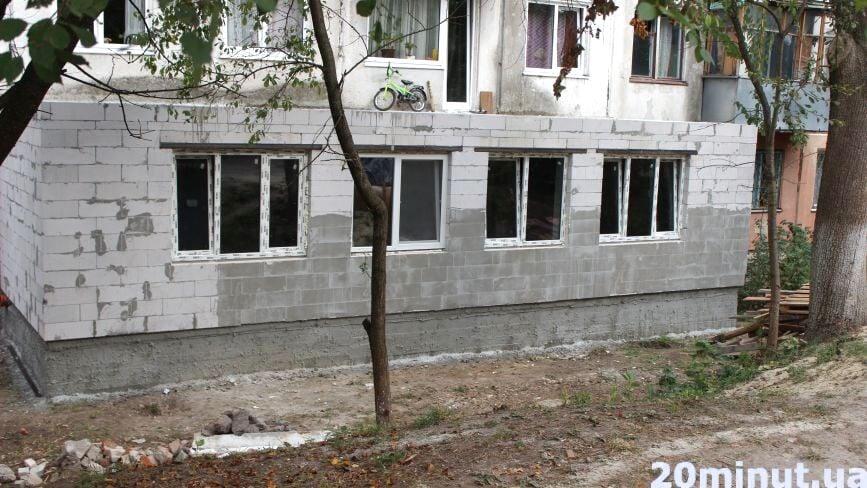 Сусід вирішив розширити квартиру добудовою