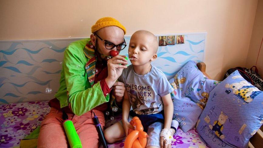 """""""Переконую дітей, що крапельниця — це джерело суперсили"""": хто такі лікарняні клоуни"""
