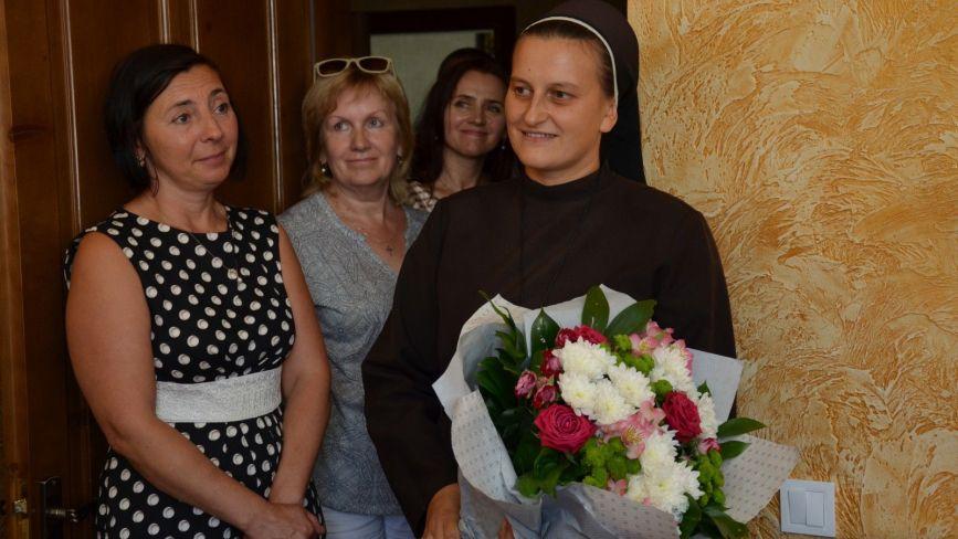 """""""Так дав Бог, щоб я була не сама"""": у Чорткові монахиня всиновила дев'ять дітей"""
