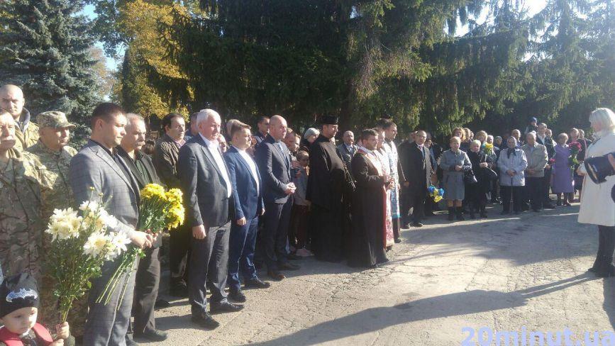 Фото дня: на Микулинецькому кладовищі вшанували пам'ять загиблих героїв