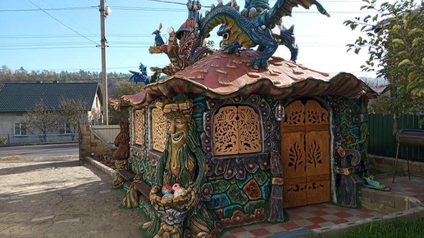 П'ятиметровий дракон та велетенський лісовик: біля Теребовлі живе скульптор, якого знають у всій Україні