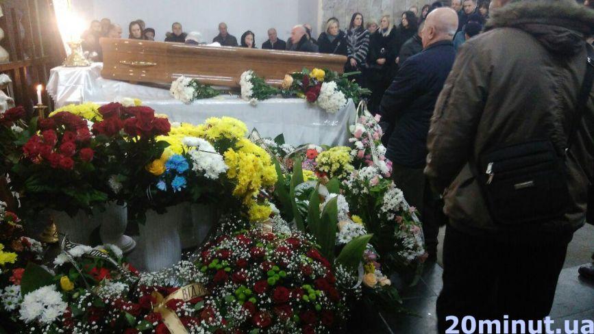 Тернопіль прощається з головним лікарем перинатального центру «Мати і дитина» Віктором Куценком