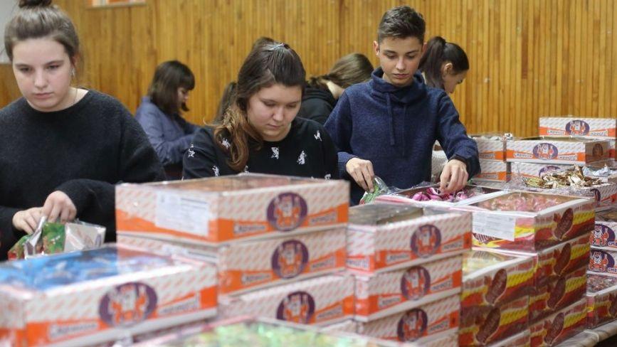 """У Тернополі на """"Фабриці святого Миколая"""" уже підготували подарунки: хто їх отримає"""