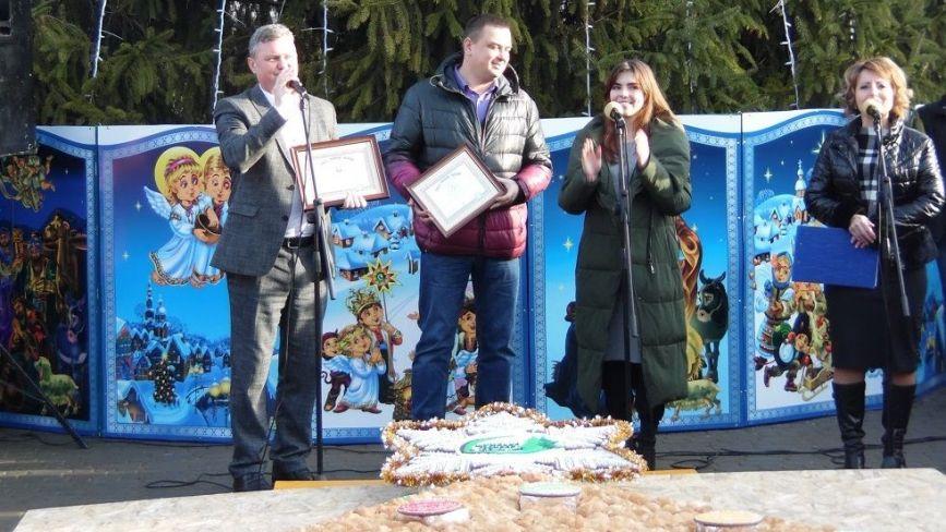 Ялинка із 4000 круасанів та печива: на Тернопільщині встановили Рекорд України