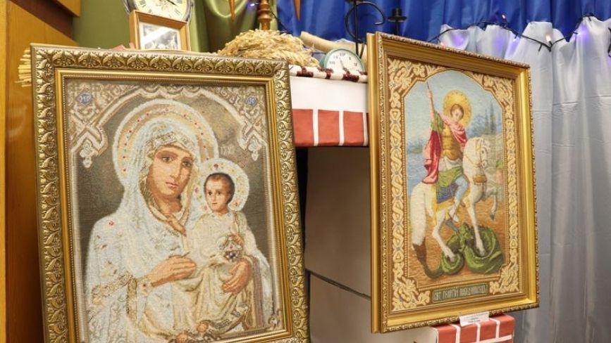 Вишиті ікони майстра і волонтера з Тернопільщини є в храмах 11 країн світу