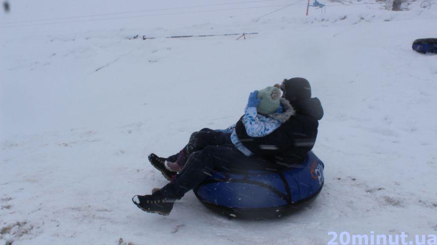 Санки, ледяники чи сноутюби: що можна купити в Тернополі та за скільки