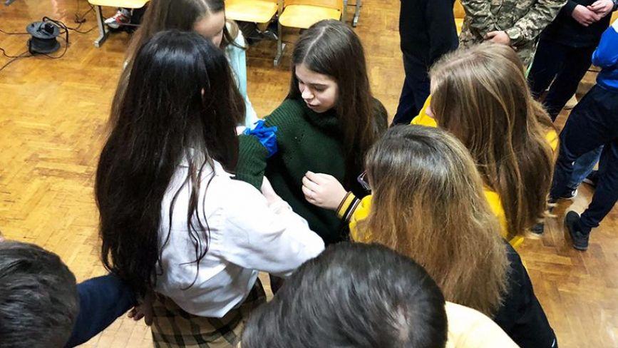 Учні 22-ї школи Тернополя навчаться тактичної медицини у нацгвардійців