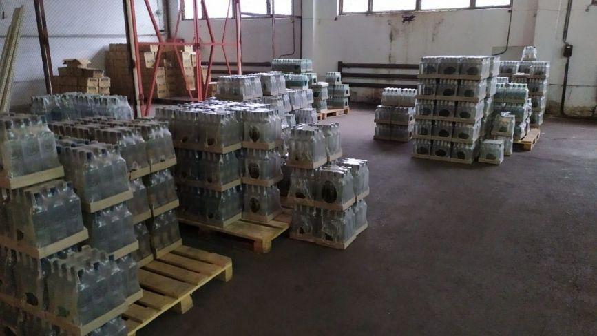 Правоохоронці викрили завод з виробництва контрафактного алкоголю, який збували в тому числі і на Тернопільщині