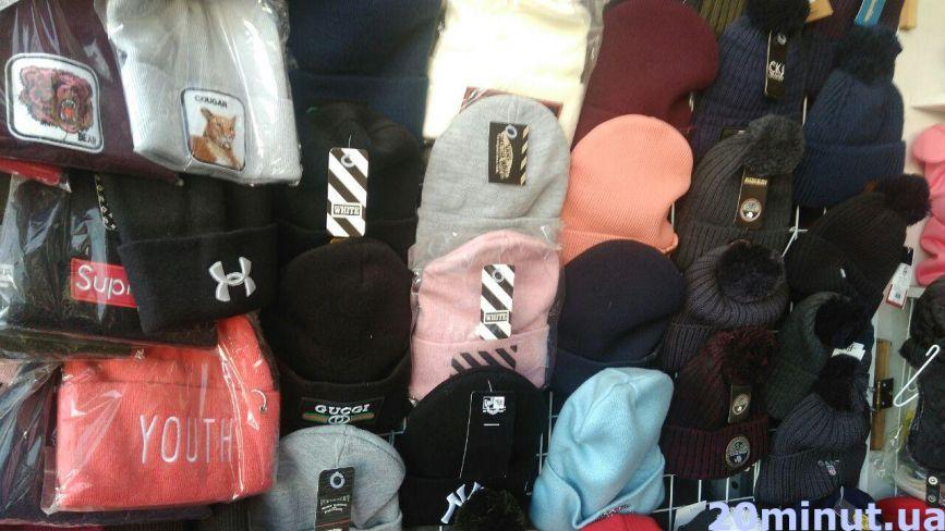 Жилети, шапки, устілки та USB-рукавиці: скільки коштують корисні аксесуари