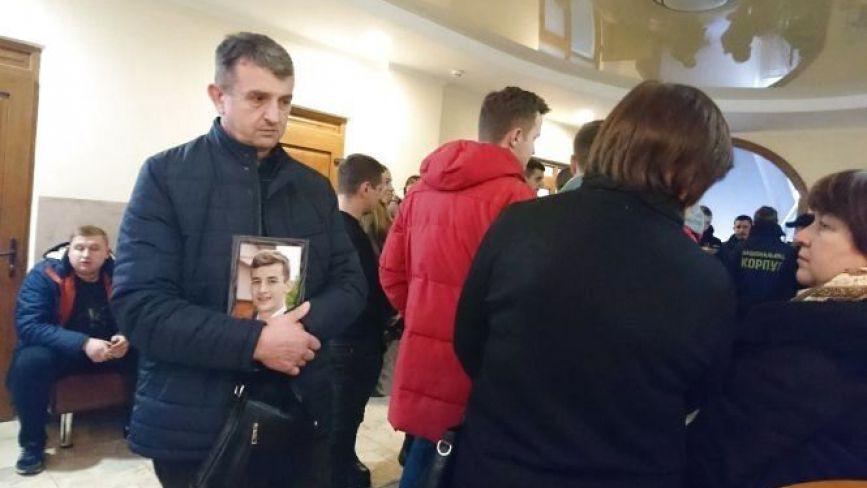 """Є вирок у справі про вбивство Віталія Гнатишина біля """"Алюру"""" (оновлюється)"""