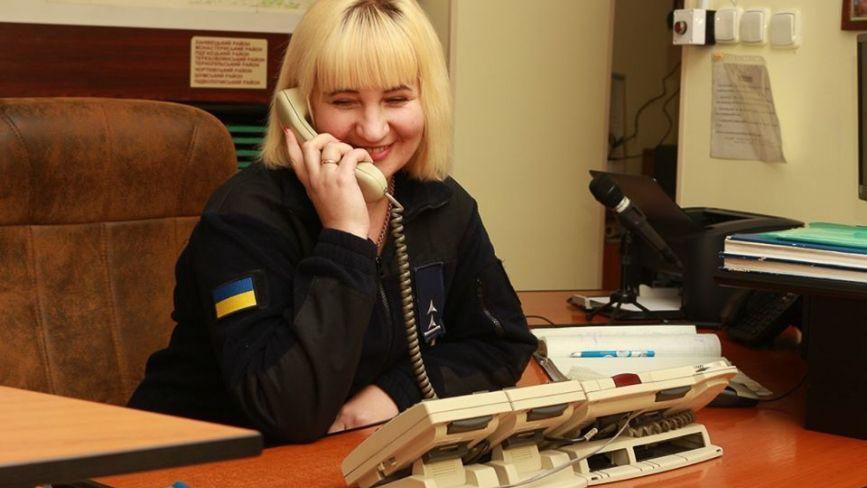 """Жінки в погонах: """"Навіть вдома піднімаю слухавку і звично відповідаю: «Служба порятунку 101»"""
