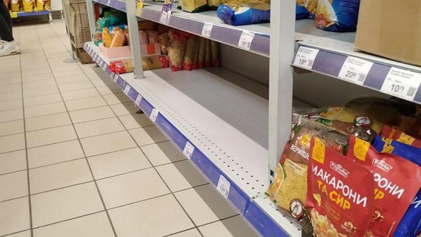 Ціни не змінилися, крупи розбирають, але їх швидко довозять: яка ситуація в супермаркетах