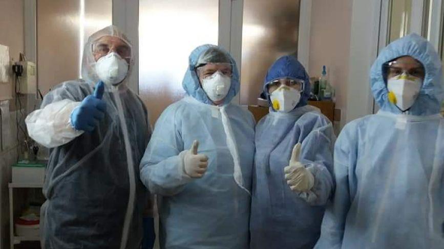 """""""Ми працюємо, а ви бережіть себе"""": фото дня від монастириських медиків"""