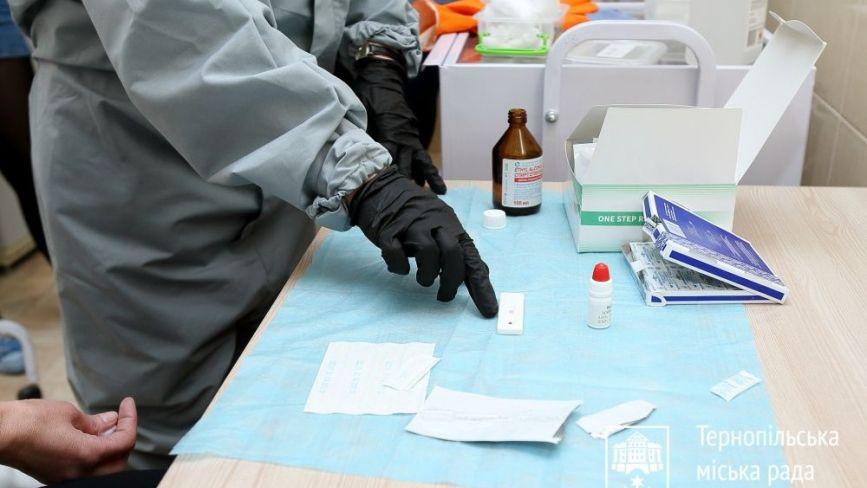 У Тернополі почали масово тестувати на коронавірус сімейних лікарів, педіатрів та працівників спецтранспорту (ВІДЕО)