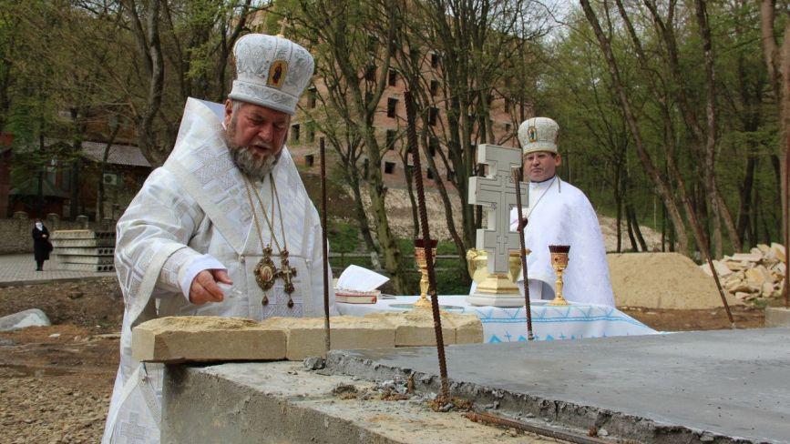 """В Марійському духовному центрі """"Зарваниця"""" споруджують новий храм (ФОТО)"""