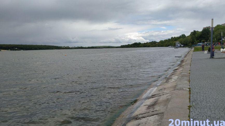 Чи готові пляжі Тернопільського ставу до купального сезону та кому туди приходити заборонено?