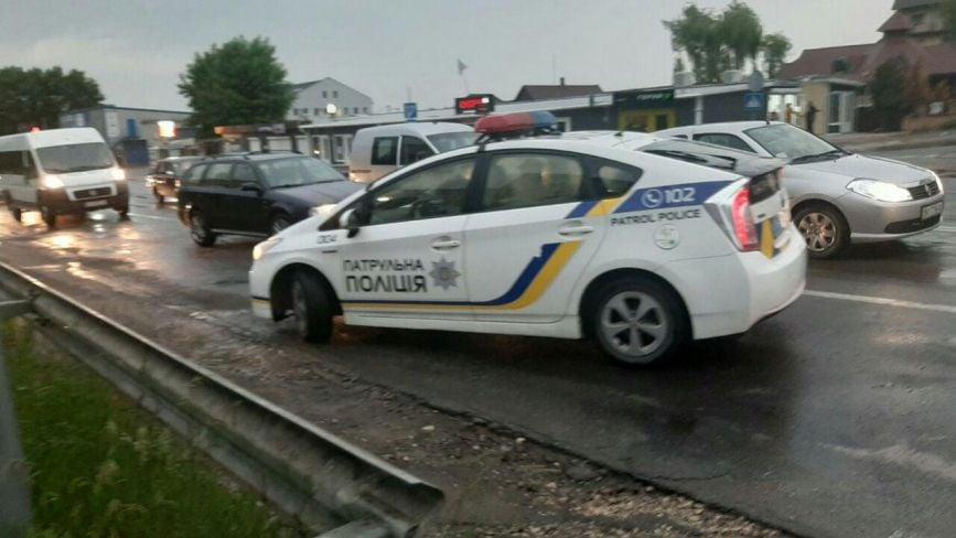 На 15 Квітня аварія: зіштовхнулись три автівки. Один з водіїв намагався втекти з місця події