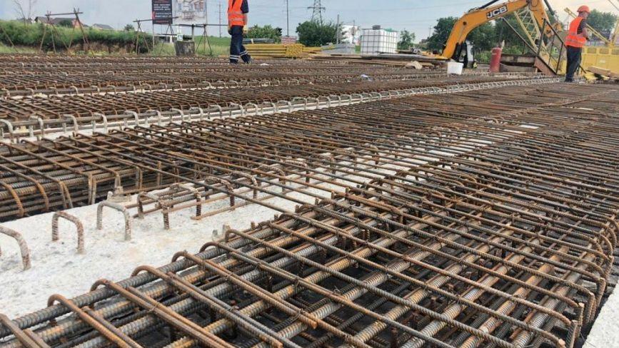Гаївський міст ремонтують у дві зміни. Що уже зробили? (ФОТО)