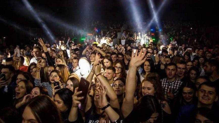 У тисняві і без масок: у Тернополі нічний клуб влаштував гучну вечірку, незважаючи на карантин. Як покарають?
