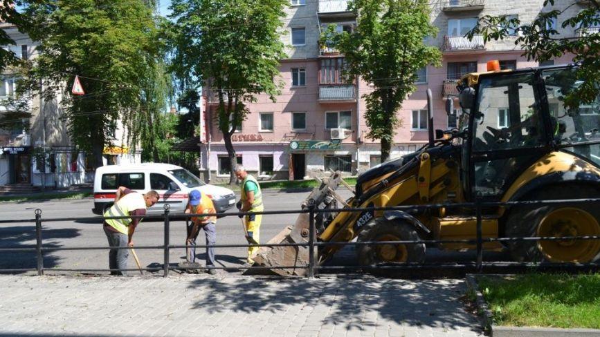 На вул. Руській у Тернополі триває ремонт дороги (ФОТО)