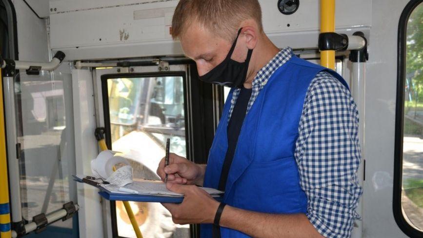 У Тернополі контролери та муніципали перевіряють пасажирів громадського транспорту, чи мають ті квитки
