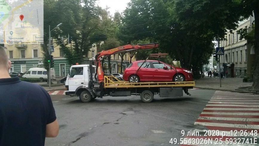 У Тернополі муніципальні інспектори евакуювали на арештмайданчик 10 машин