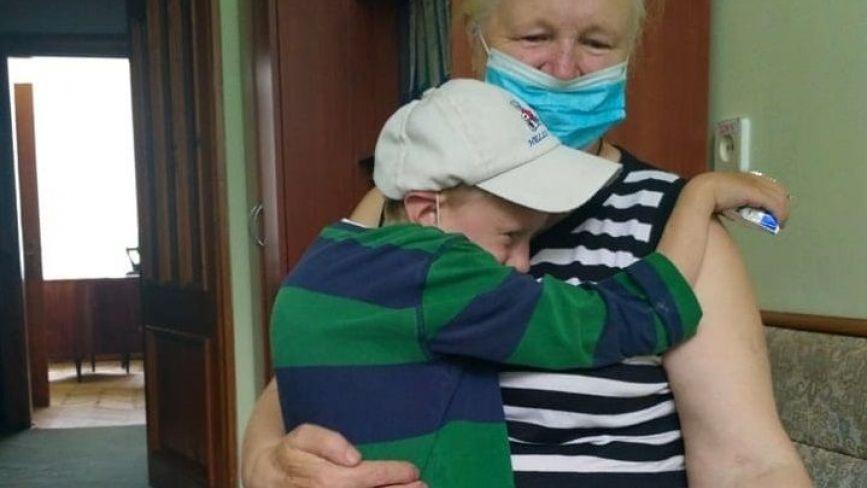 Едіку з Кременця, у якого померла мама та якого покинув батько, потрібна негайна операція. Допоможіть