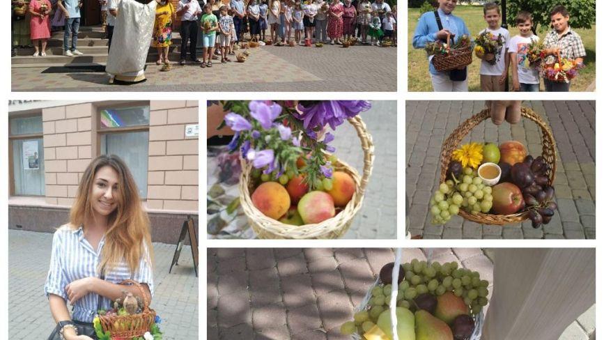 Фрукти, мед та чортополох: що іще до Спаса поклали у святковий кошик тернополяни? (ФОТОРЕПОРТАЖ)