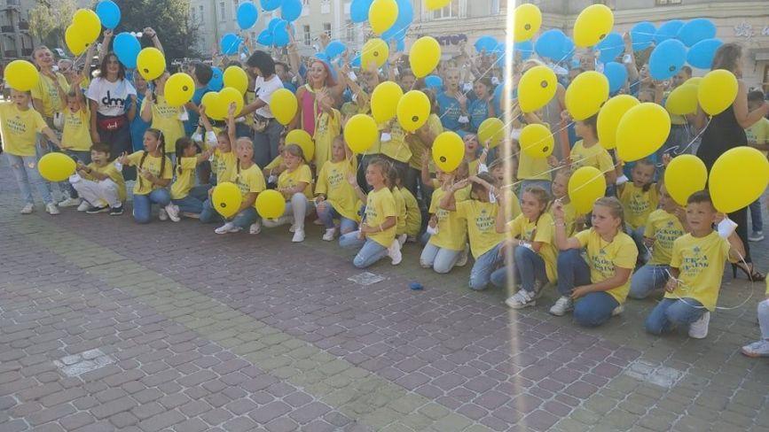 """""""Наймасовіший танець в умовах карантину"""": у Тернополі встановили ще один рекорд"""
