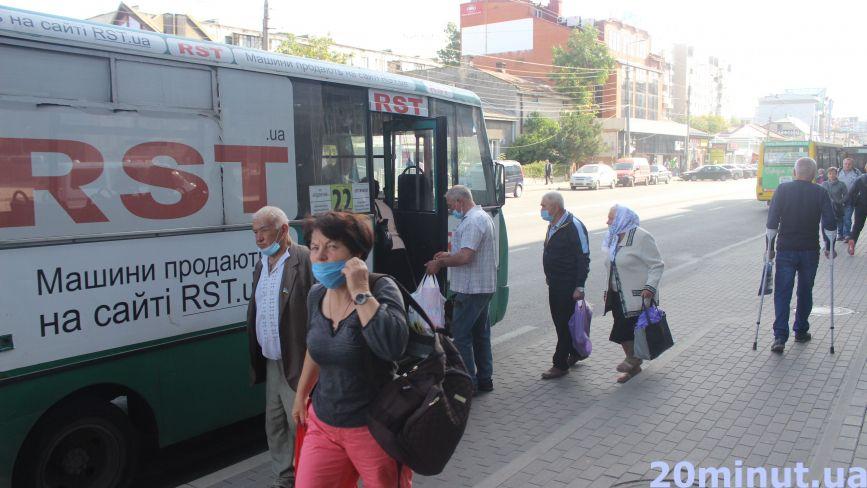 І далі беруть лише на сидячі місця. Як тепер працюватиме громадський транспорт у Тернополі