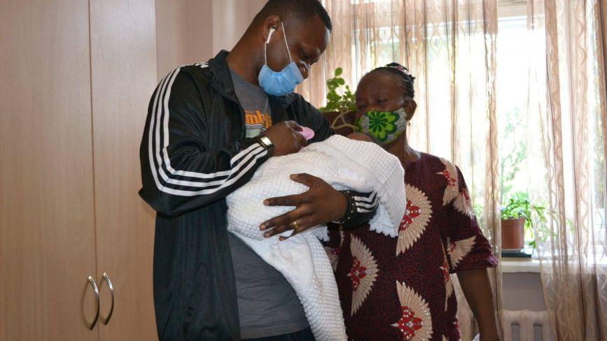 У Тернополі родичі забрали з лікарні немовля, мама-іноземка якого мала COVID-19 (ФОТО)