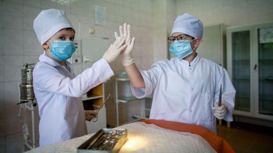"""""""Ніколи лікарі не жили так, як зараз"""": тернопільські медики розповіли про свою професію"""