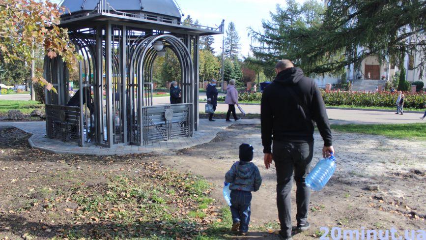 На новий бювет витратили майже  півтора мільйона. Чи працює та де ще безкоштовно набрати води у Тернополі?