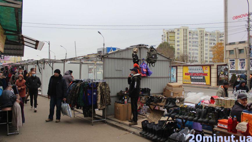 Повернулись на руїни: продавці з ринку «Південний» продовжать працювати